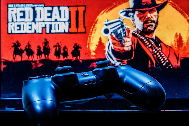 كانت Red Dead Redemption 2 واحدة من ألعاب الفيديو الأكثر إنتظاراً لهذا العام وأرقام الإحصائيات تؤكد ذلك. اللعبة الجديدة التي حققت نجاحًا كبيرًا لـ Rockstar Games و التي حصدت بدورها مبيعات بلغت أكثر من 725 مليون دولار في ثلاثة أيام، مما يجعل ثاني أفضل إصدار في تاريخ ألعاب الفيديو.