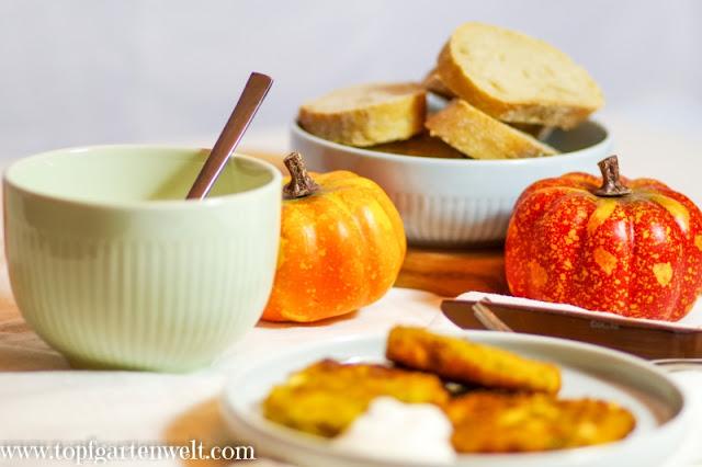 Kürbisfladen serviert mit Weißbrot und Dip - Foodblog Topfgartenwelt