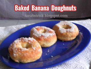 Baked Banana Doughnuts Recipe @ treatntrick.blogspot.com