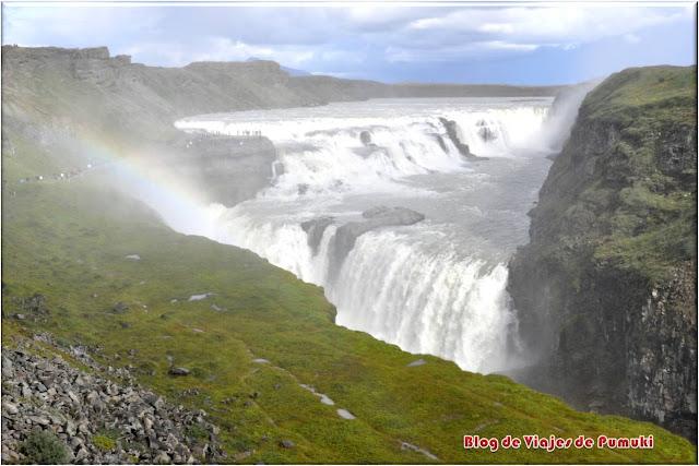 La cascada Gulfoss en el Círculo Dorado es una de las mas visitadas de Islandia. Conoce el Círculo Dorado en el Blog de Viajes de Pumuki