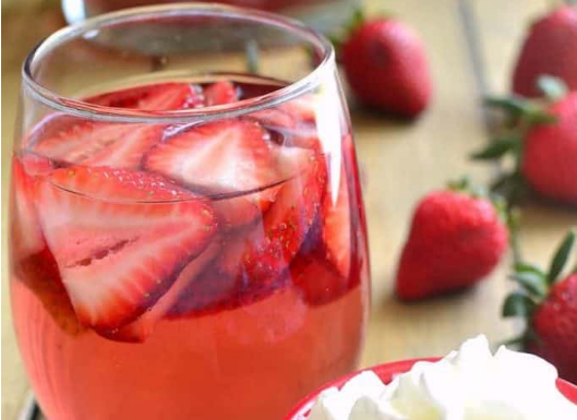 Strawberry Shortcake Sangria #healthydrink #easyrecipe #cocktail #smoothie #strawberry