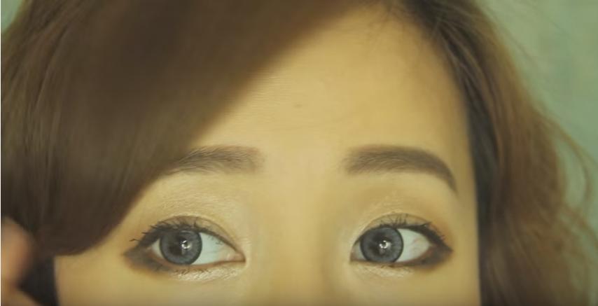 """O traço do """"puppy eye"""" é uma opção para quem possuem olhos pequenos"""