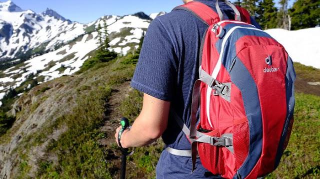10 Tips Perlengkapan Persiapan Pendakian Gunung Tektok, Yang Wajib Kamu Siapkan - Tas Daypack