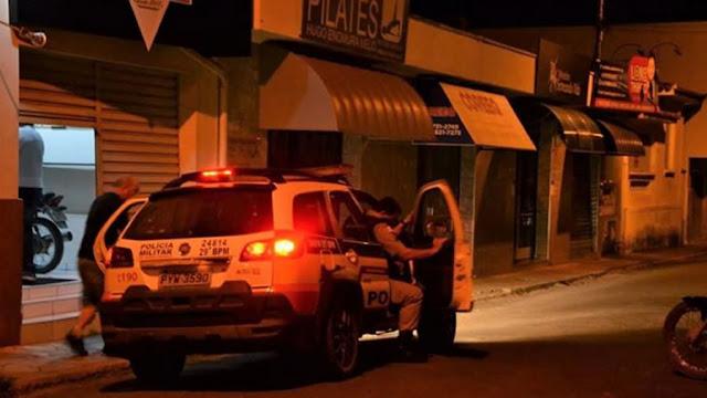 Dupla armada assalta lanchonete em Andradas(MG)