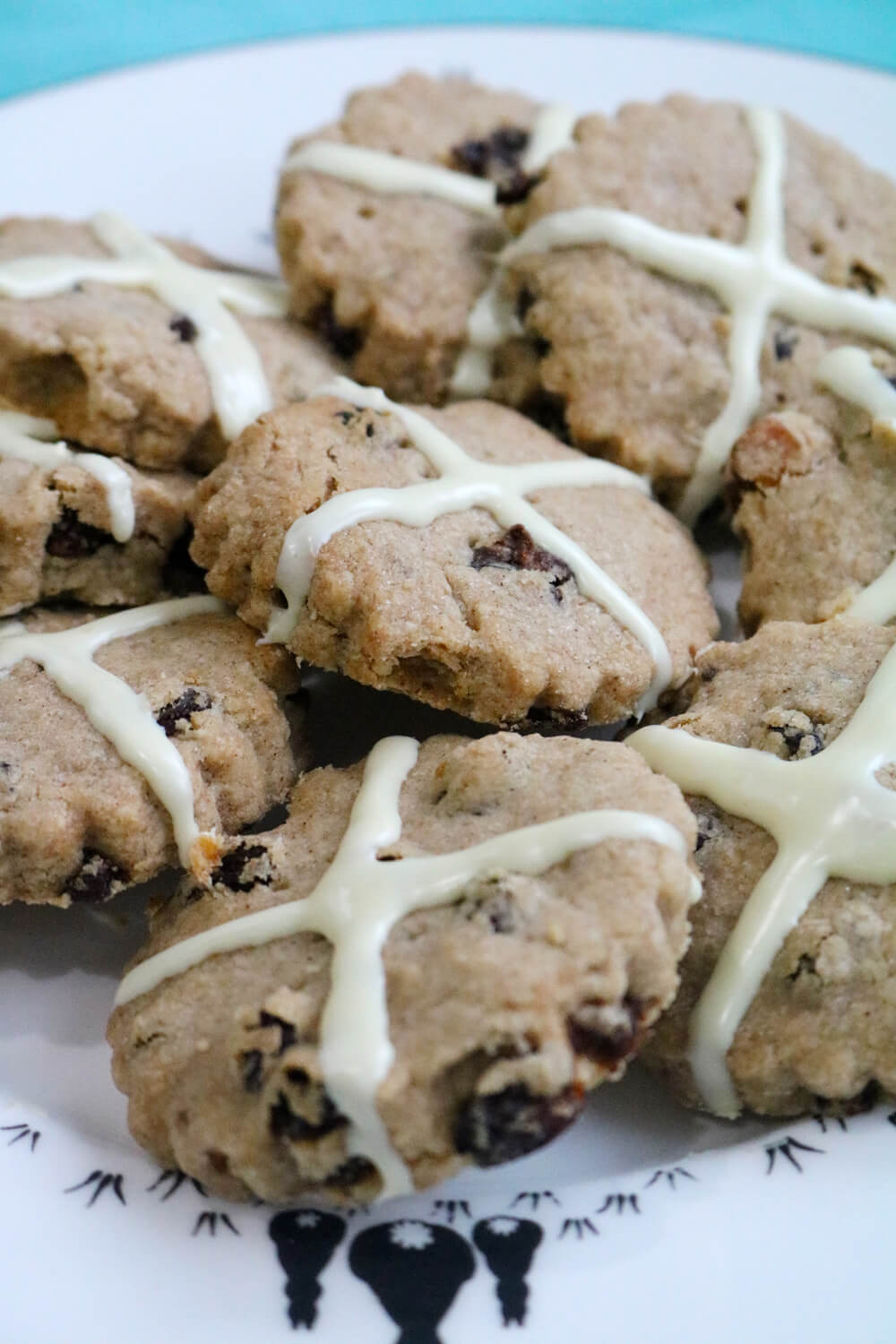 Hot Cross Bun Shortbread Cookies | Hungry Little Bear