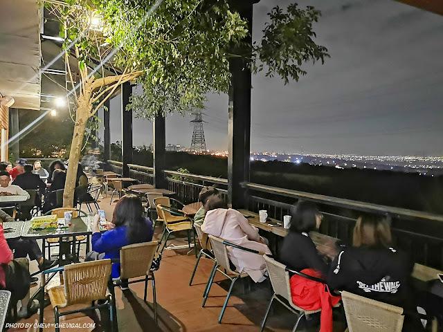 IMG 20181215 223157 - 岳家莊夜景咖啡廳,超隱密遼闊夜景盡收眼底,還有多款桌遊讓你們玩到嗨!