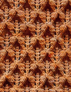 http://translate.googleusercontent.com/translate_c?depth=1&hl=es&rurl=translate.google.es&sl=en&tl=es&u=http://purlbee.squarespace.com/the-purl-bee/2008/12/2/lovely-leaf-lace-scarf.html&usg=ALkJrhhhO6zbYSPQIt4TuJaPAoN4yb2bAw