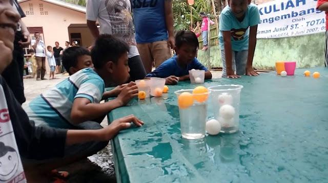 Lomba Tiup Bola pingpong dalam gelas