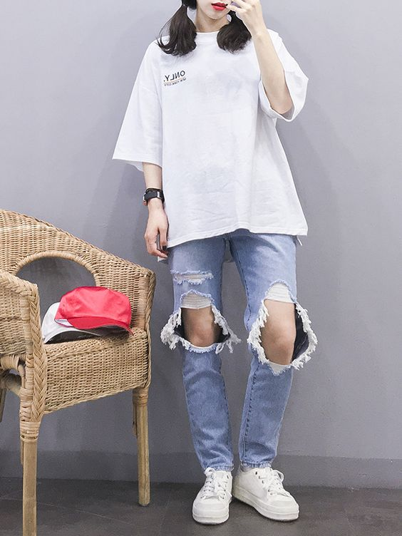 Estilo coreano feminino com calça jeans destroyed