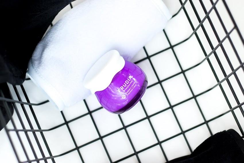 Frudia Blueberry Hydrating Intensive Cream - piękne opakowanie, a jaka zawartość?