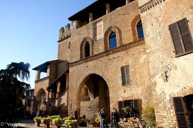 Facciata del Palazzo del Podestà in Piazza del Municipio
