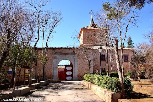 Ermita-Santuario y Plaza de Toros de las Virtudes