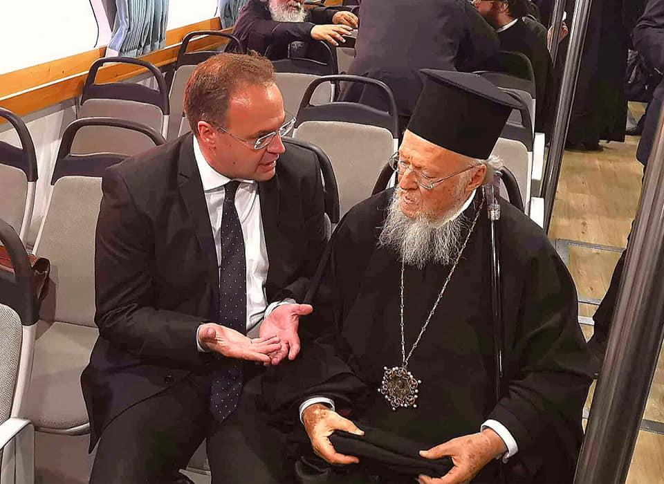 Ο Δήμαρχος του Δήμου Αριστοτέλη κ. Στέλιος Βαλιάνος υποδέχεται τον Οικουμενικό Πατριάρχη