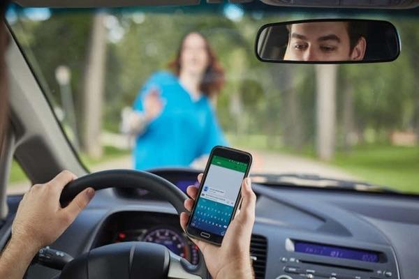 استخدام الذكاء الاصطناعي لرصد استخدام الهاتف أثناء السياقة