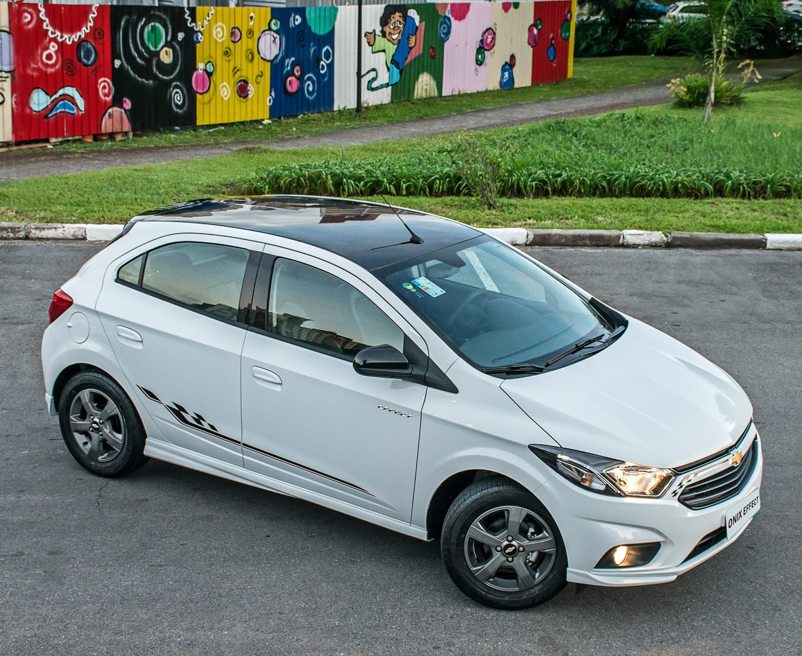 e487c66c00708b O Chevrolet Onix 2018 e seu irmão Prisma 2018 receberam aumento de preços  nesta segunda metade de setembro. A dupla de entrada da GM teve reajustes  variados ...