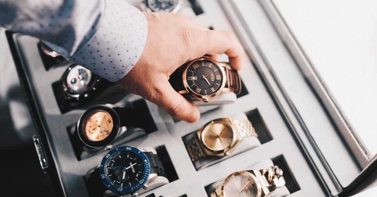 Why Wealthy Peoples Like Luxury Watches? - Moniedism