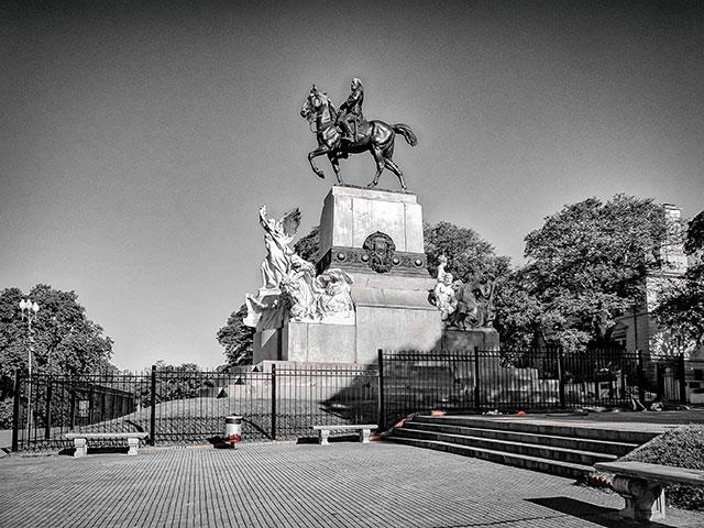 Blanco y Negro.Monumento al Gral.Mitre en CABA