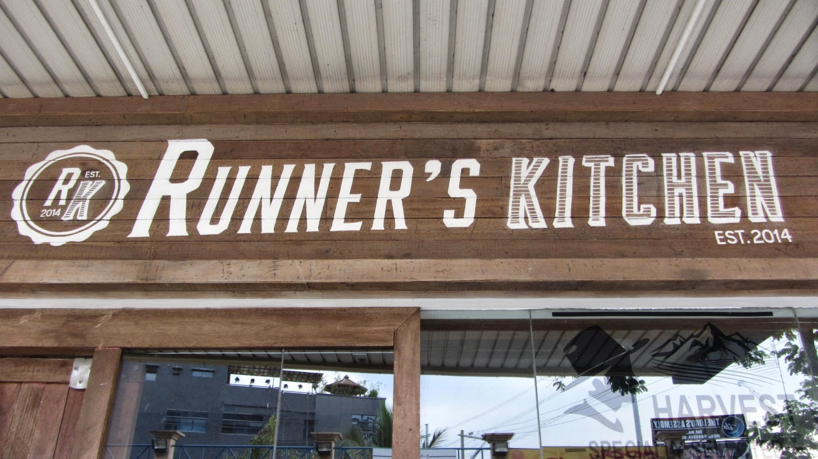 Runners Kitchen Wood Chairs Runner S At Tomas Morato Avenue Walkandeat Is Located Creekside Square In The Building Almost End Of Street Towards E Rodriguez And Has No