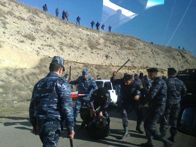 И пошли карабахские армяне на ереванских с кулаками и матом