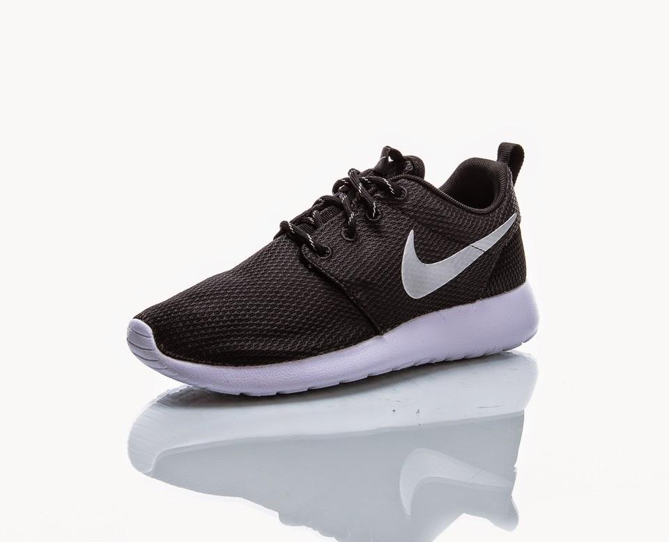 Nike Roshe Run Mustat ihanuudet  ) 43e23d120d