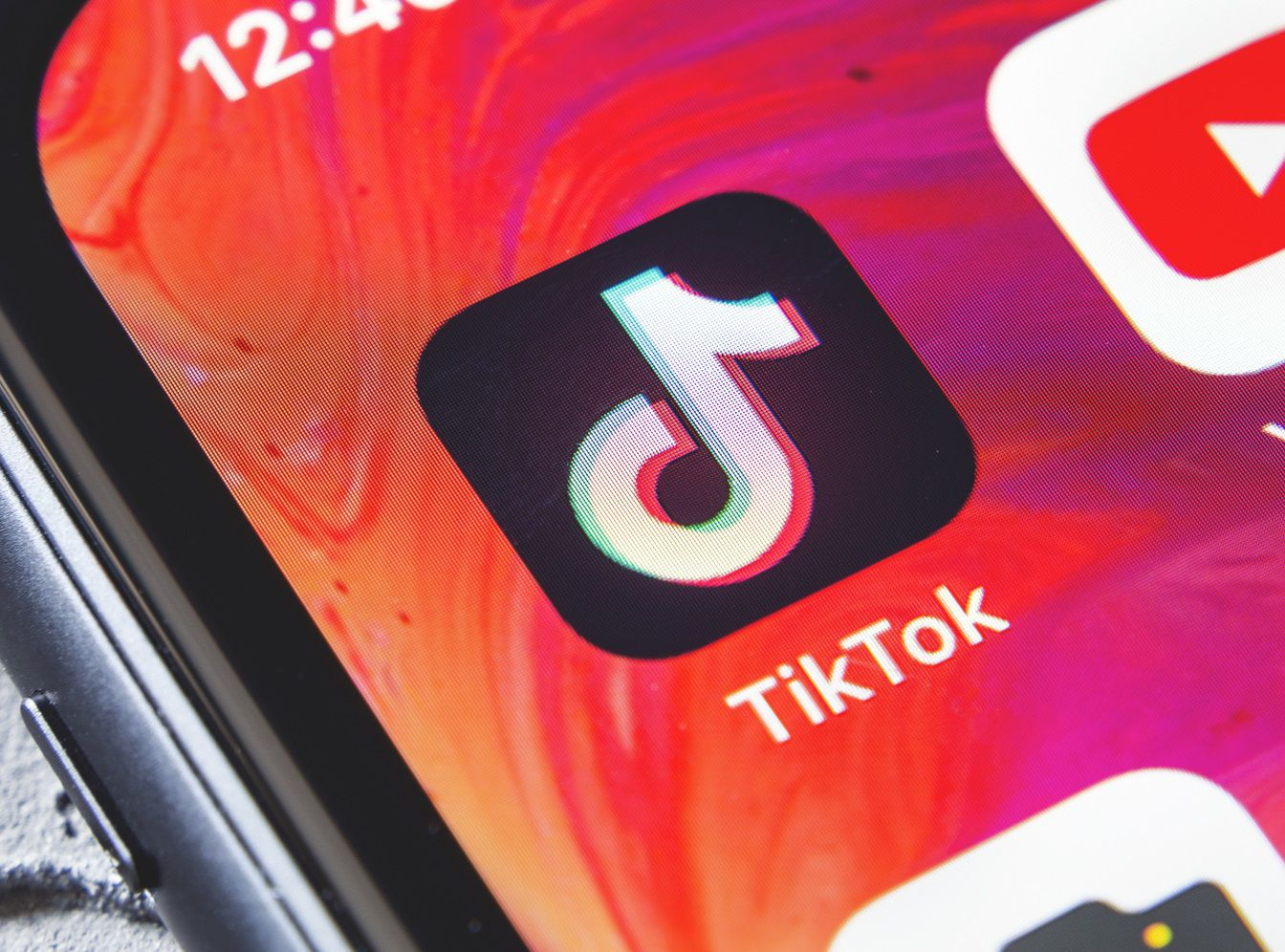 TikTok is tempting the users by certain rewards in case of inviting