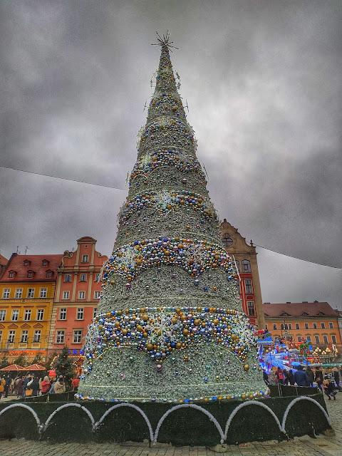 choinka we Wrocławiu na rynku głównym, widok