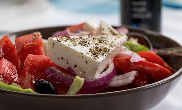 Puedes comerte una ensalada griega sin fallar a tu dieta vegana