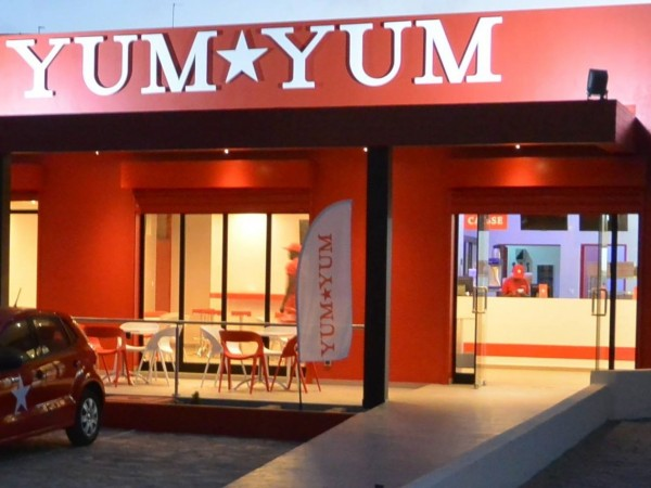 Restaurant, Yum Yum, menu, plat, repas, déjeuner, pizza, sandwichs, hamburgers, pattes, snacks, buffet, pâtisserie, gastronomie, brochettes, poulet, grillades, viande, cuisine, LEUKSENEGAL, Dakar, Sénégal, Afrique