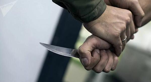 Il tente d'expulser un squatteur, ce dernier lui donne un coup de couteau au thorax