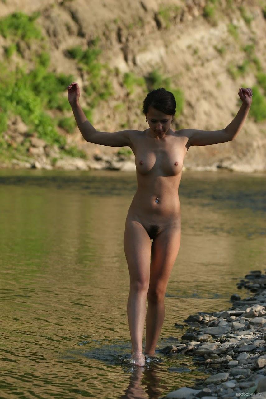 [EroticBeauty] Inna V - Presenting 1489919577__eb-presenting-inna-v-cover