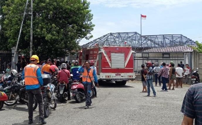 Gedung Polsuska Milik PT. KAI Kota Lahat Terbakar