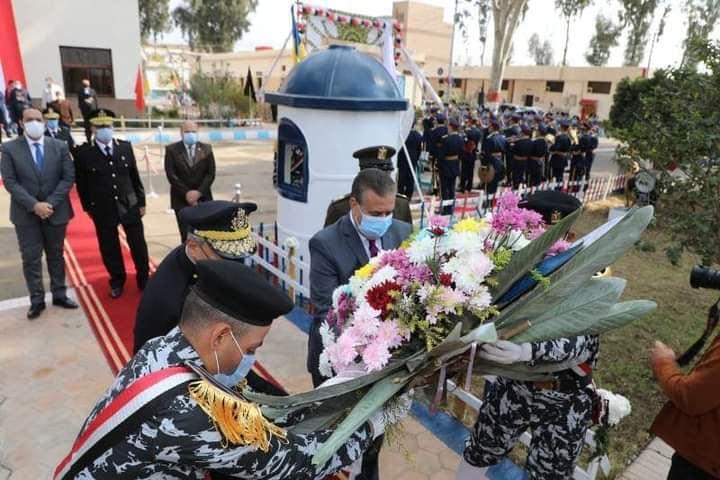 """""""محافـظ المنوفية ومدير الأمن"""" يضعان إكليلاً من  الزهور علي النصب التذكاري لشهداء الشرطة بمعسكر قوات الأمن بقويسنا"""