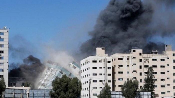 NGERI! Detik-detik Gedung 12 Lantai Hancur Dihantam Rudal Israel