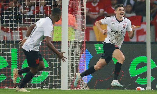 Athletico-PR vence o Internacional e é campeão da Copa do Brasil