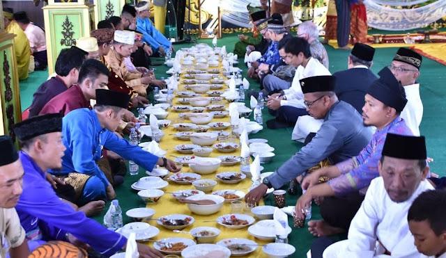 1. Tradisi Saprahan Melayu Pontianak