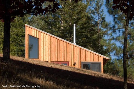 แบบบ้านชั้นเดียวทรงเพิงหมาแหงน โดดเด่นด้วยเพดานสูงโปร่ง ตกแต่งอย่างลงตัว