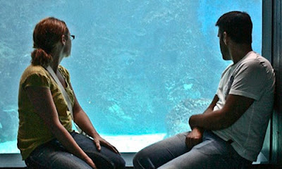 5 Ways to Convince Your Girlfriend to Delay Marriage Plans,man woman couple aquarium watching fishes