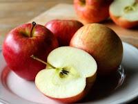 Jangan Dibuang, Ternyata Biji Apel Punya Manfaat Tersembunyi