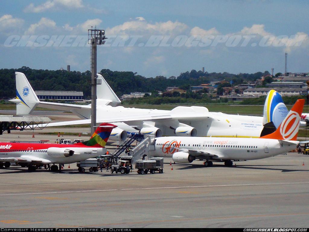 O Antonov 225 pela primeira vez no Brasil em 2010. Foto © Herbert Monfre