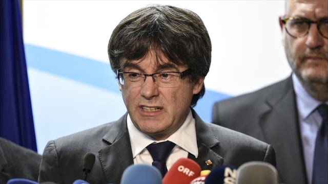 """Puigdemont recuerda al rey """"el estado de persecución en Cataluña"""""""