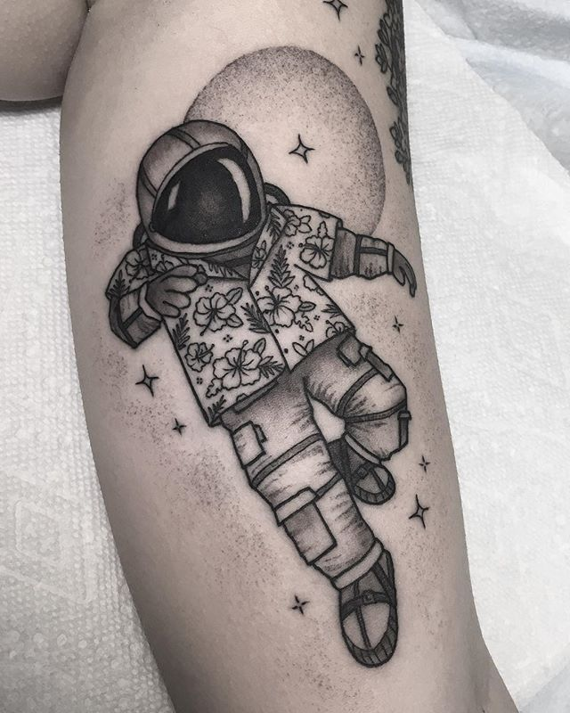 shirt wear astronaut tattoo