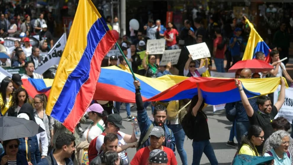 La marcha pacífica convocada por las centrales obreras, estudiantes, sindicatos y organizaciones sociales se hace para protesta al Gobierno nacional