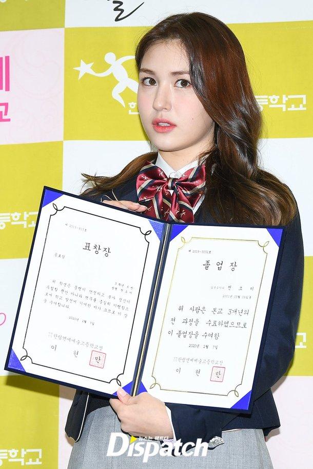 Jun Somi liseden mezun oldu