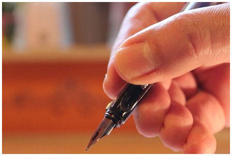Täytekynä kädessä, valmiina allekirjoittamaan...