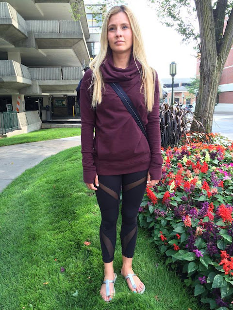 lululemon-stress-less-hoodie bordeaux