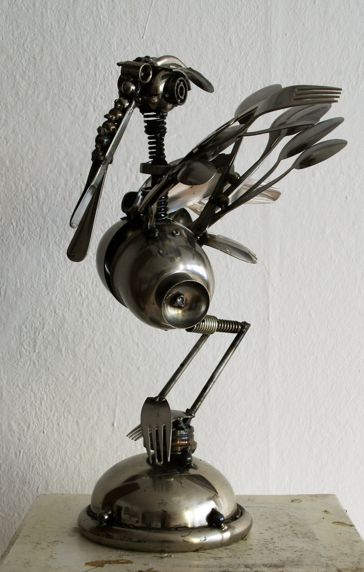 13-Heron-Dimitar-Valchev-Recycled-Animal-and-Insect-Sculptures-www-designstack-co