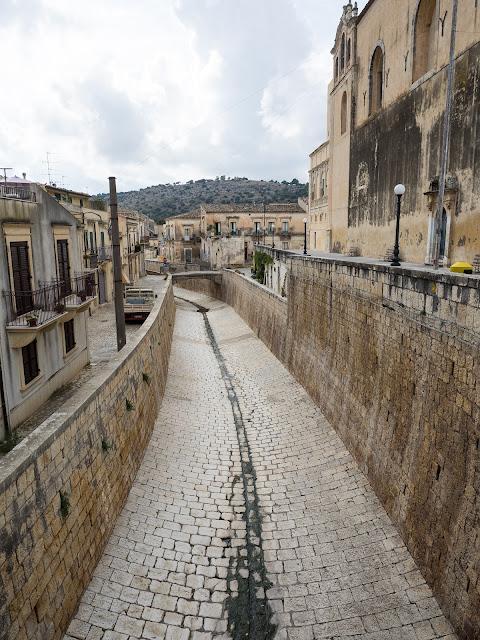 Scicli, centro storico, letto del torrente S.Maria la Nova ©Valeriaderiso