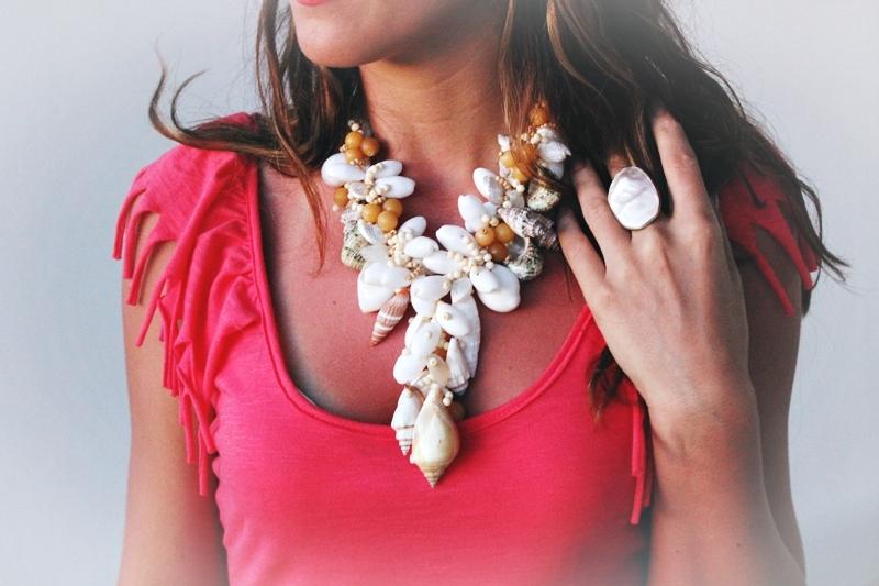 Seashell statement handmade necklace.Rucno radjena ogrlica od morskih skoljki.
