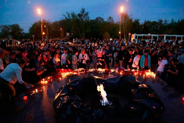 Сотни свечей в преддверии Дня Победы зажгли в Сергиевом Посаде