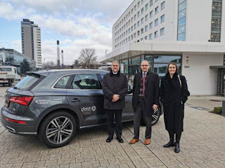 WHO leaders beside a biomethane powered car at climate change reduction talks in Bonn.